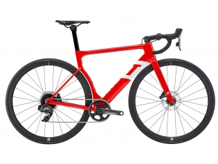STRADA First aero road bike optimized for wider tires Both 1x and 2x (Due) versions